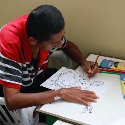 De bewoners van het Zorghuis kunnen deelnemen aan verschillende activiteiten, zoals tekenen en knutselen.