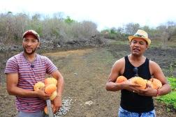 Diego en Henry op de boerderij van Eslabonsocial, de 'Haciënda'.
