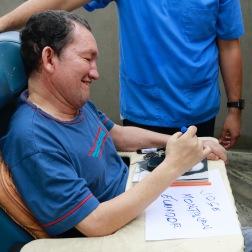 Door zijn optimisme en doorzettingsvermogen, schrijft hij vandaag opnieuw zijn naam en is hij opnieuw een gelukkig man.